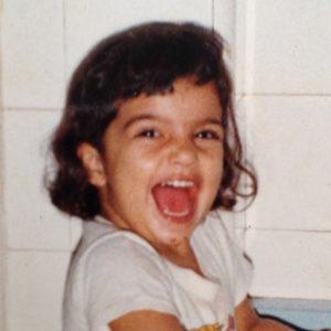 Foto da Anna Terra criança sorrindo